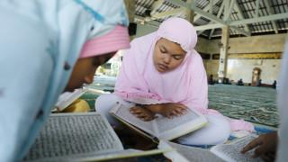 Γιορτή της μητέρας 2019: Τα παιδιά στην Ινδονησία που μεγαλώνουν σε ένα «χωριό χωρίς μητέρες»