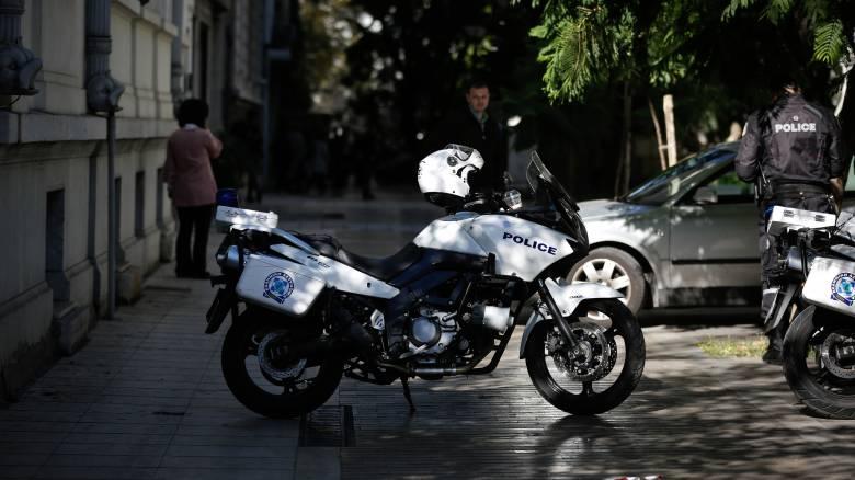 Επίθεση με πέτρες και ξύλα δέχτηκαν αστυνομικοί της ΔΙΑΣ – Ένας τραυματίας