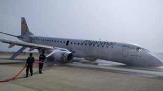 Εντυπωσιακές εικόνες: Πιλότος προσγείωσε αεροσκάφος χωρίς τους μπροστινούς τροχούς