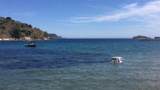 Περαστικοί σώζουν γυναίκα οδηγό αυτοκινήτου που είχε πέσει στη θάλασσα