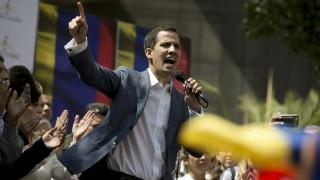 Ο Γκουαϊδό ζητά επίσημα τη στήριξη του αμερικανικού στρατού