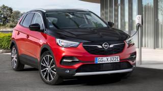 H Opel αρχίζει τον εξηλεκτρισμό της με το plug-in υβριδικό Grandland X Hybrid4 των 300 ίππων