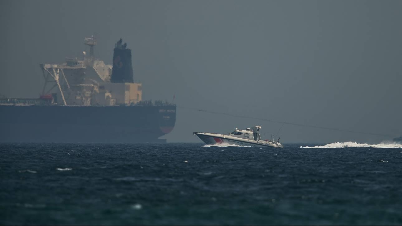 «Κίνδυνος ένοπλης σύρραξης στον Κόλπο»: Καταγγελίες για μυστηριώδη επίθεση σε δεξαμενόπλοια