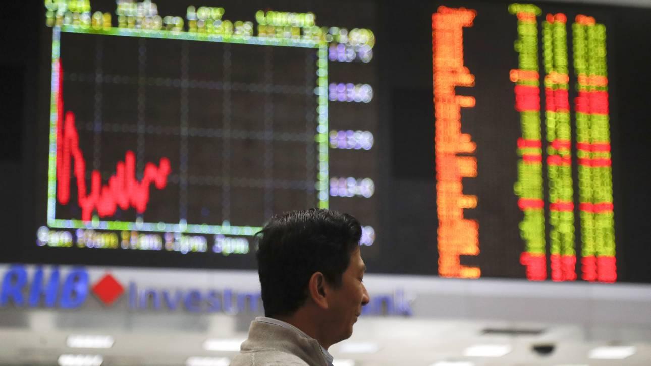 Τριγμοί στα χρηματιστήρια λόγω του εμπορικού πολέμου μεταξύ ΗΠΑ και Κίνας - Γκρεμίστηκε ο Dow Jones