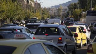 Κίνηση: Κυκλοφοριακό «κομφούζιο» στην Αθήνα - Πού εντοπίζονται προβλήματα