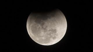 Η σελήνη «αδυνατίζει» και ταλανίζεται από... σεισμούς