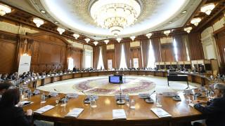 Σκληρή γλώσσα από την ευρωζώνη για τις παροχές Τσίπρα