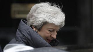 Η Τερέζα Μέι «αποκεφαλίζεται» από το Brexit: Το γλυπτό που θέλει να προκαλέσει