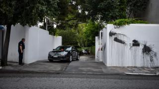 Καταδρομική επίθεση με μπογιές και καπνογόνα στο σπίτι του Αμερικανού πρέσβη
