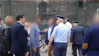 Καταγγελία για βίαιη απομάκρυνση διαδηλωτή από μέλη ασφάλειας του πρωθυπουργού