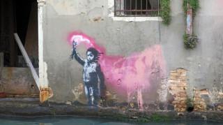 Το παιδί του ναυαγίου είναι το νέο σκίτσο του Banksy στη Βενετία;