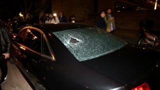 Επίθεση αγνώστων με κροτίδες και πέτρες σε εκδήλωση της Νέας Δημοκρατίας στη Συγγρού