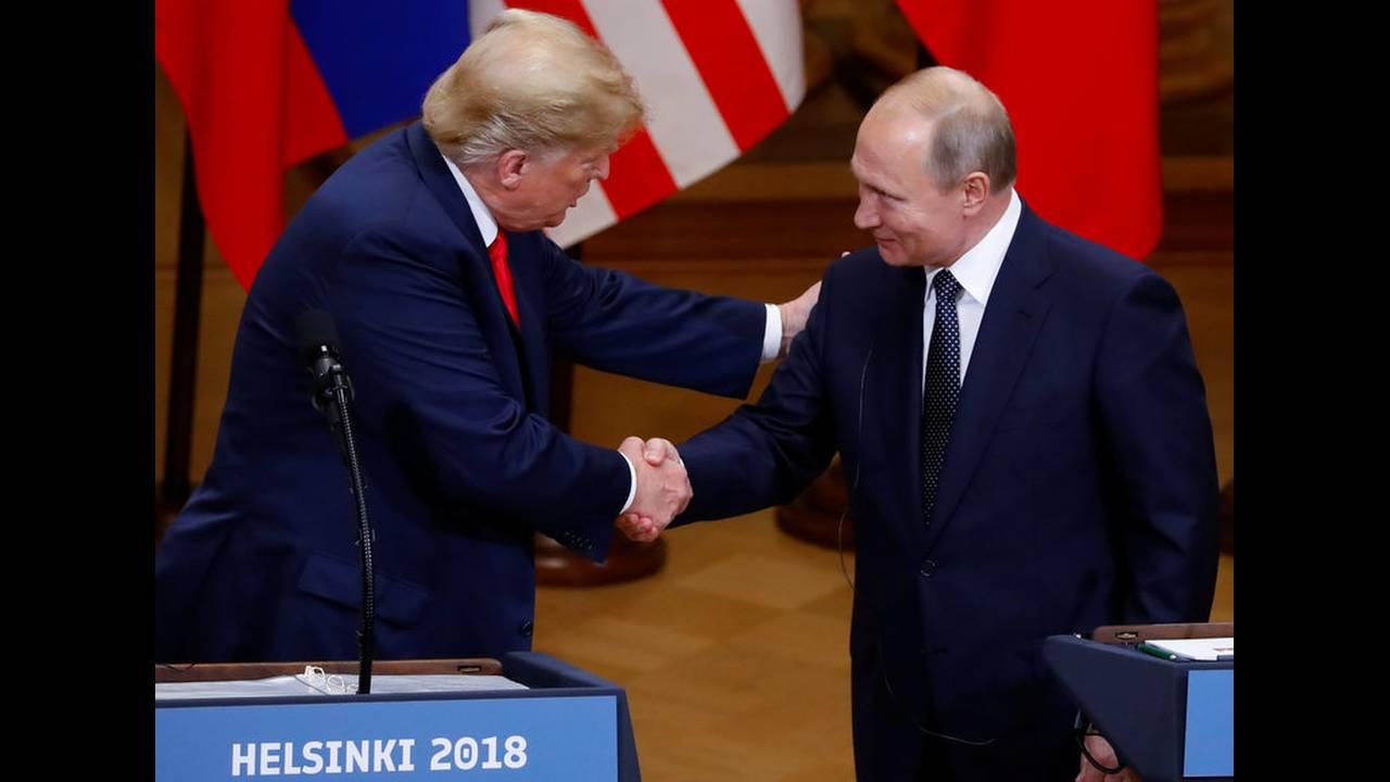 https://cdn.cnngreece.gr/media/news/2019/05/15/176798/photos/snapshot/2018-07-16T153553Z_1091919985_RC124EBCF5C0_RTRMADP_3_USA-RUSSIA-SUMMIT.jpg