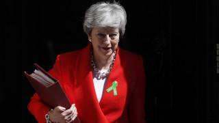 Brexit: Η Μέι ρισκάρει νέα ψηφοφορία τον Ιούνιο
