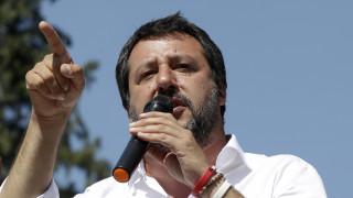 Ιταλία: Ο Σαλβίνι ετοιμάζει πρόστιμο 5.500 ευρώ για κάθε μετανάστη που σώζεται στη θάλασσα