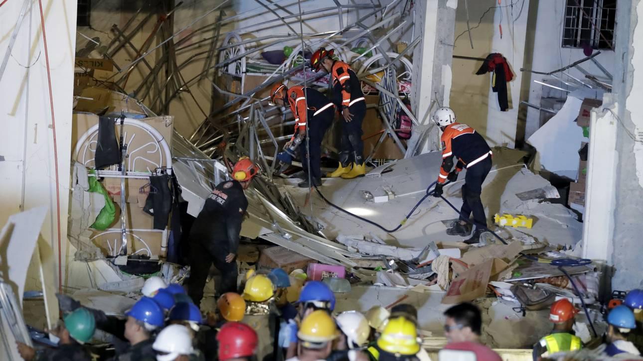 Κατέρρευσε κτήριο στη Σαγκάη – Τουλάχιστον 20 άνθρωποι παγιδεύτηκαν