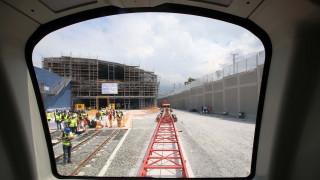 Θεσσαλονίκη: «Αποκαλύφθηκαν» τα πρώτα βαγόνια του Μετρό