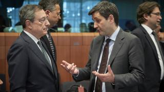 «Κίτρινη κάρτα» για τις παροχές - Δύσκολο προμηνύεται το Eurogroup της 13ης Ιουνίου