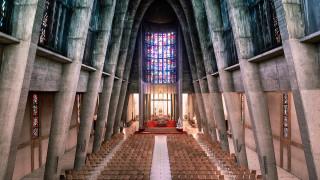Μοντέρνες Εκκλησίες: Ο φωτογράφος Τhibaud Ρoirier εξερευνά τη σύγχρονη αρχιτεκτονική φόρμα του Ιερού