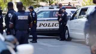 Αστυνομικές δυνάμεις φρουρούν το άδειο κτήριο της πρεσβείας των ΗΠΑ στο Καράκας