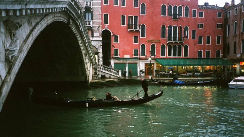 Η Βενετία βάζει πρόστιμα σε ιερόδουλες και μεθυσμένους ημίγυμνους τουρίστες
