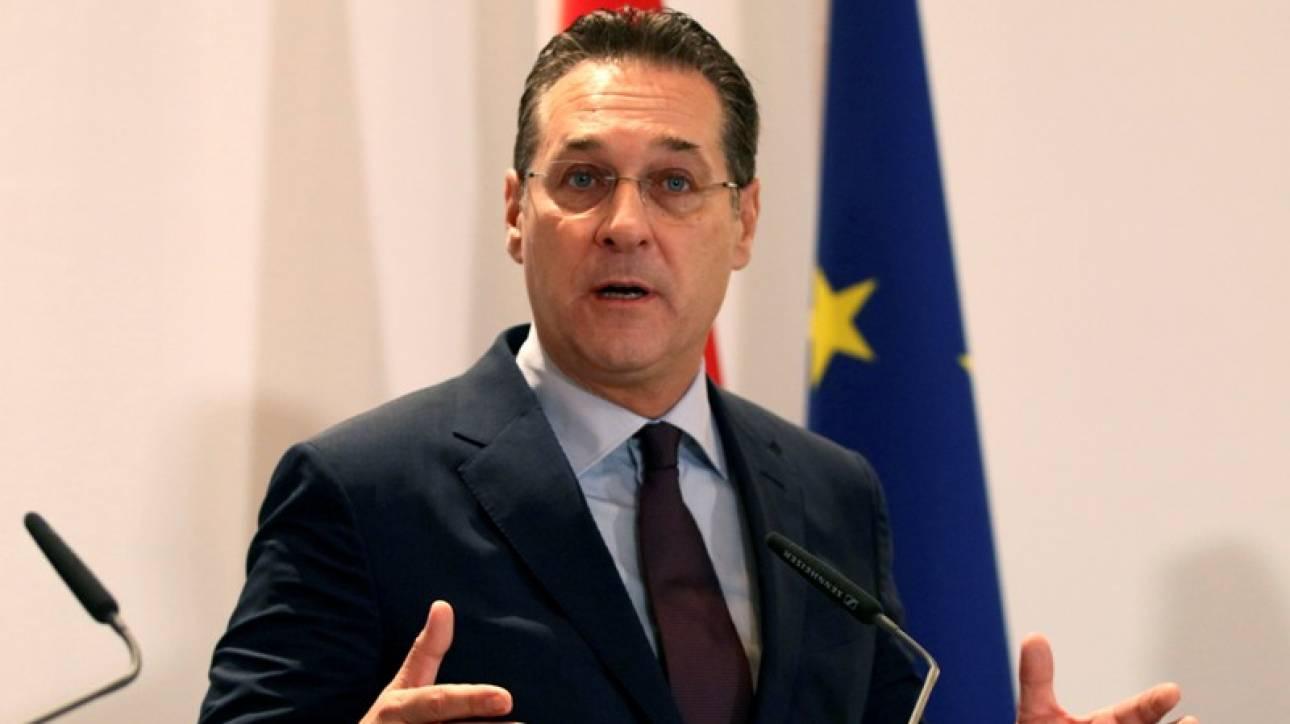 Σκάνδαλο στην Αυστρία: Ο αντικαγκελάριος Στράχε υποσχόταν δημόσιες συμβάσεις για πολιτική στήριξη