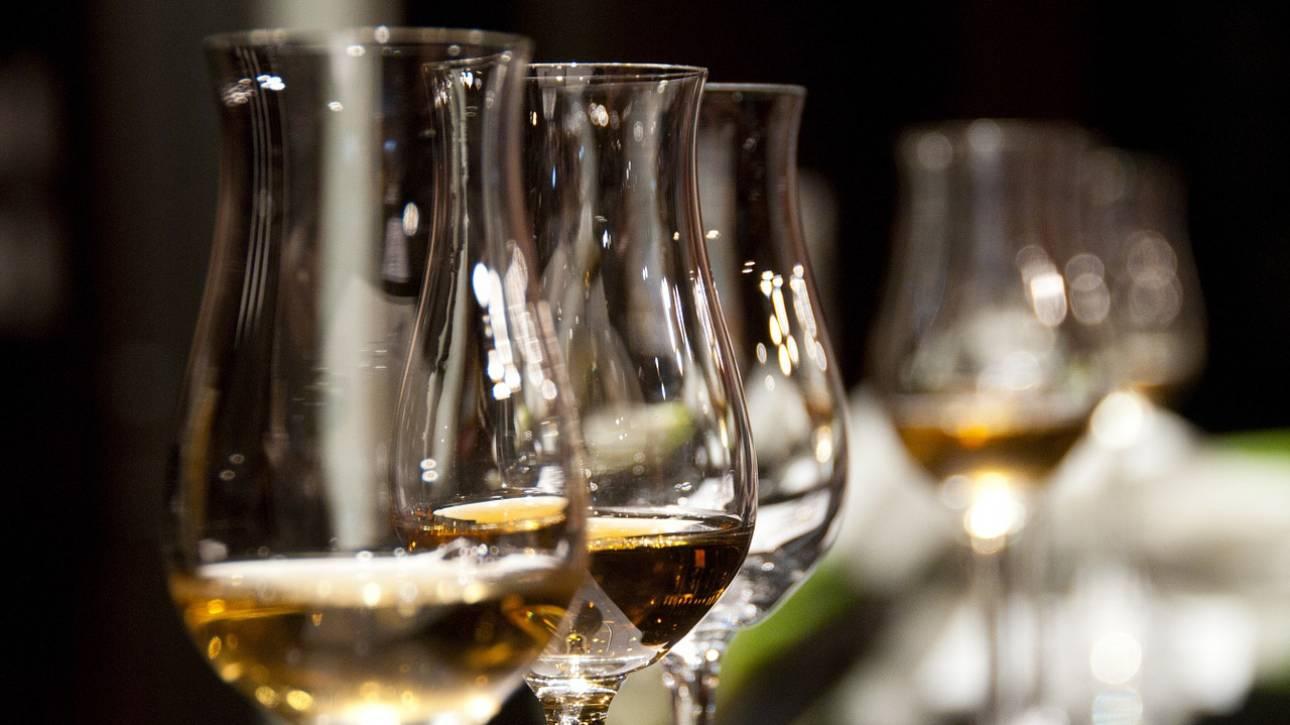 Απίστευτη γκάφα σε εστιατόριο: Υπάλληλος σέρβιρε κατά λάθος σπάνιο κρασί αξίας 5.800 δολαρίων
