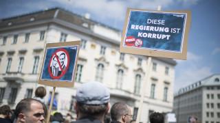 Αυστρία: Χιλιάδες διαδηλωτές πανηγυρίζουν την παραίτηση Στράχε και απαιτούν εκλογές
