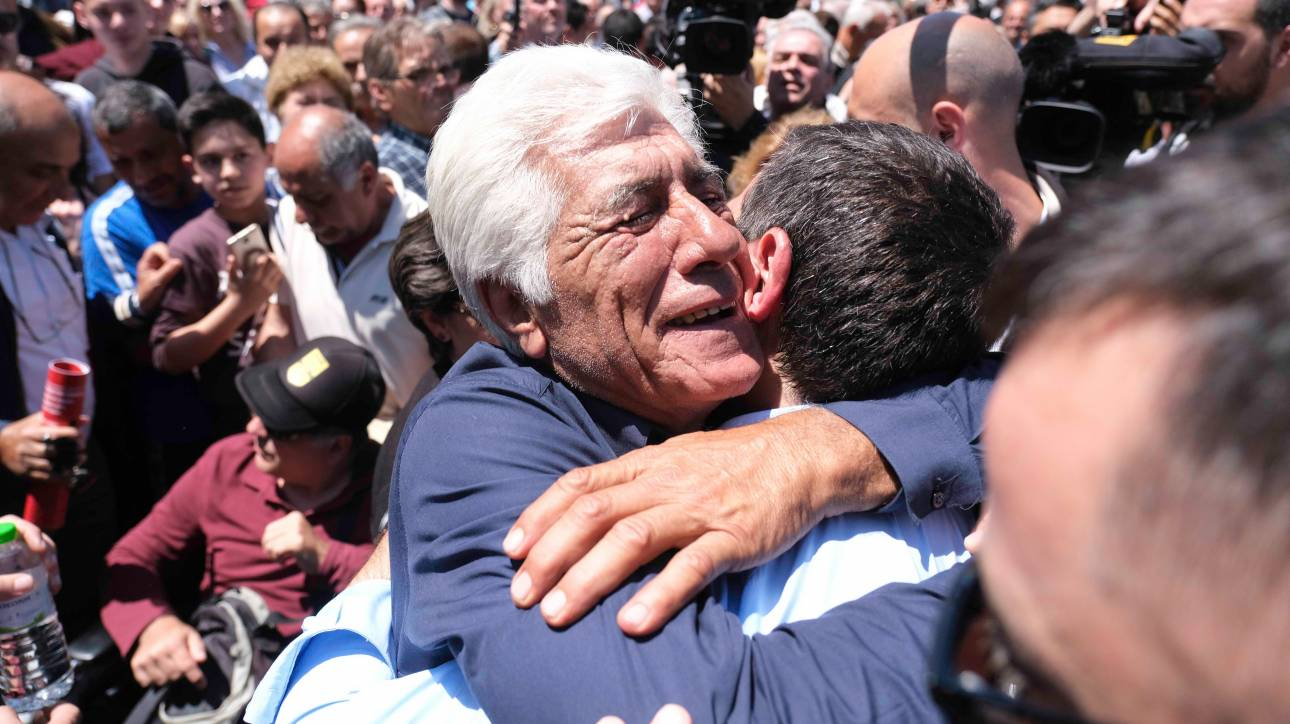 Οι «πολλοί» και ο Αλέξης: Σε στυλ… Περόν η καμπάνια του ΣΥΡΙΖΑ