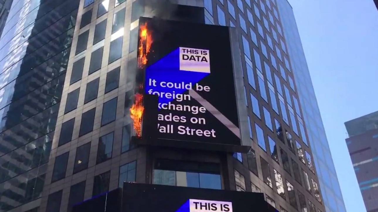 ΗΠΑ: Φωτιά πήρε μία από τις μεγαλύτερες ψηφιακές πινακίδες της Τάιμς Σκουέαρ