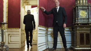 Ο πρόεδρος της Αυστρίας προτείνει εκλογές τις πρώτες ημέρες του Σεπτεμβρίου