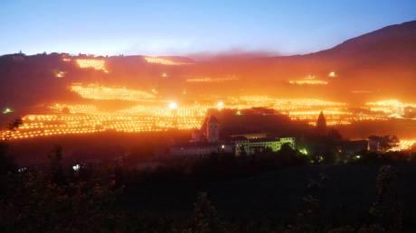 Γιατί οι Ιταλοί βάζουν φωτιές στους αμπελώνες τους;