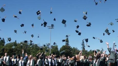 Αποφοίτηση - έκπληξη: «Δωράκι» δισεκατομμυριούχου σε 400 φοιτητές - Τους πλήρωσε τα δάνεια σπουδών