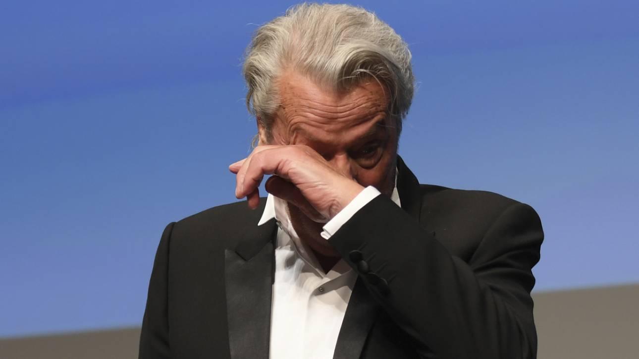 Αλέν Ντελόν: Δάκρυα και αμφισβήτηση – Έπρεπε να πάρει βραβείο στις Κάννες;