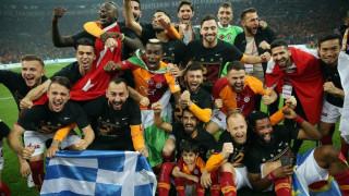 Ο Μήτρογλου πανηγύρισε με ελληνική σημαία το πρωτάθλημα Τουρκίας με τη Γαλατάσαραϊ