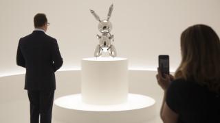 Τζεφ Κουνς: To «Κουνέλι» του είναι πλέον το πιο ακριβό έργο εν ζωή καλλιτέχνη με ποσό που «ζαλίζει»
