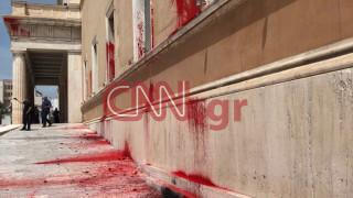 O Ρουβίκωνας ανέλαβε την ευθύνη για την καταδρομική επίθεση στη Βουλή
