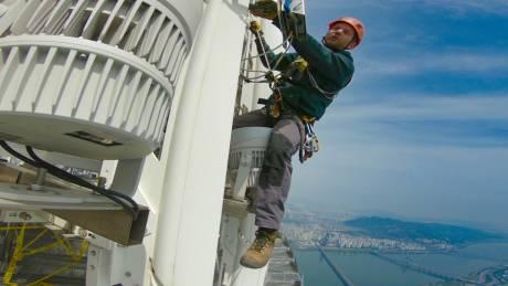 Δουλεύοντας στα άκρα: Οι άνθρωποι πίσω από τα σόου πυροτεχνημάτων