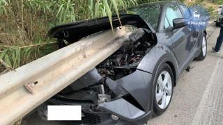 Συγκλονιστικό τροχαίο στη Ρόδο: Προστατευτικό κιγκλίδωμα διαπέρασε αυτοκίνητο