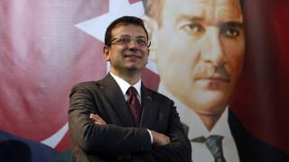 Έξαλλος ο Ιμάμογλου με όσους τον αποκαλούν Έλληνα - Οργή για τη διακοπή της συνέντευξής του