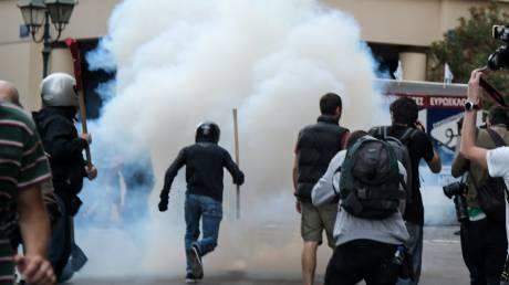 Ένταση και χήμικα στην πορεία για τον Κουφοντίνα στο κέντρο της Αθήνας