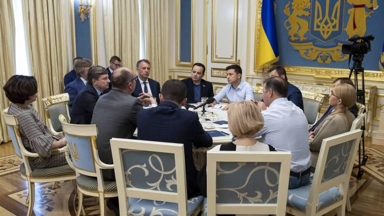 Ουκρανία: Πρόωρες βουλευτικές εκλογές προκήρυξε ο πρόεδρος Ζελένσκι