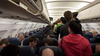 Φοιτητής απείλησε ότι θα ανατινάξει αεροπλάνο για να μην τον επισκεφτούν οι γονείς του!
