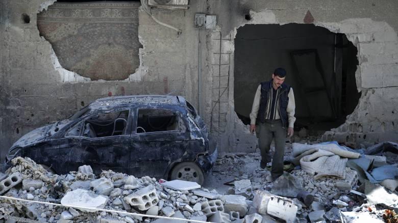 Συρία: Για «ενδείξεις επίθεσης με χημικά» κάνουν λόγο οι ΗΠΑ, απειλώντας με αντίποινα