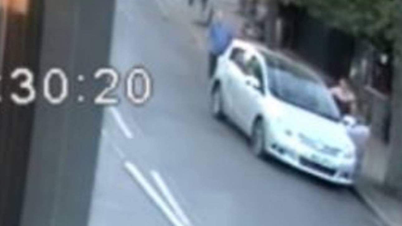 Οργή στη Βρετανία: Οδηγός ξυλοκοπεί 80χρονο πεζό τον οποίο παρ'ολίγον να πατήσει με το Ι.Χ του