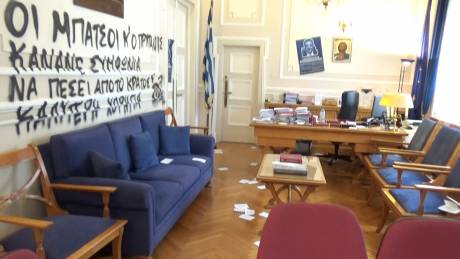 Καταδρομική επίθεση στο γραφείο του Πρύτανη του Οικονομικού Πανεπιστημίου