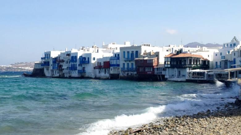 Μύκονος: Αμερικανός τουρίστας πλήρωσε 836 ευρώ για... καλαμαράκια