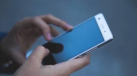 Γιατί όλο και περισσότεροι Μεξικανοί αγοράζουν ψεύτικα κινητά;