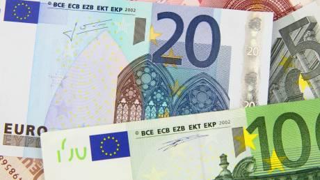 «Μπαράζ» πληρωμών την Παρασκευή: Ποιοι θα δουν χρήματα στους λογαριασμούς τους