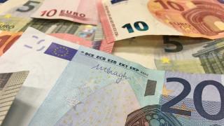 «Μπαράζ» πληρωμών σήμερα: Ποιοι θα δουν χρήματα στους λογαριασμούς τους